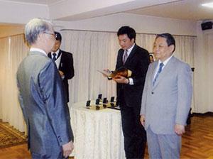 モンゴル国大統領勲章の伝達式 フレルバータルモンゴル国特命全権大使より頂く。在日モンゴル国大使館で (平成24年7月10日)